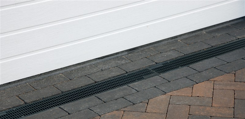 How to lay block paving a step by step guide essex se for Surface drainage system