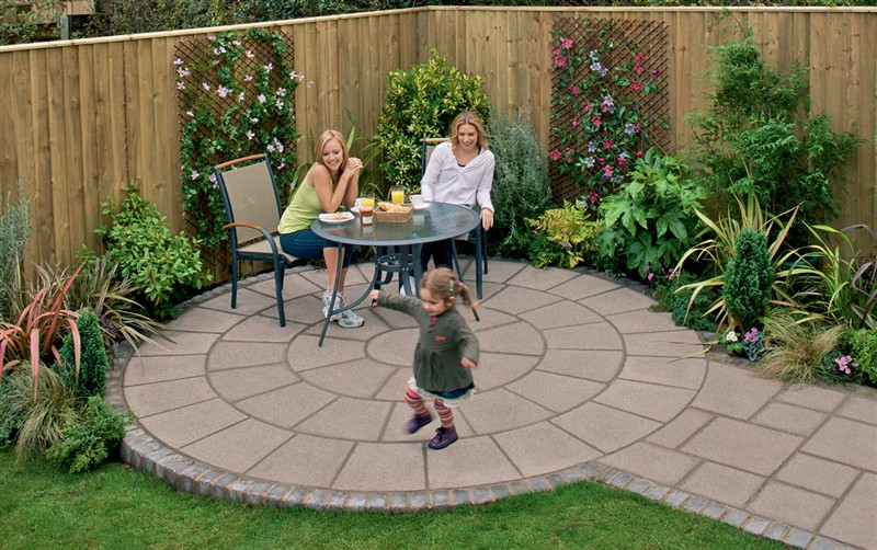Patios garden paving essex design installation se for Paved garden designs
