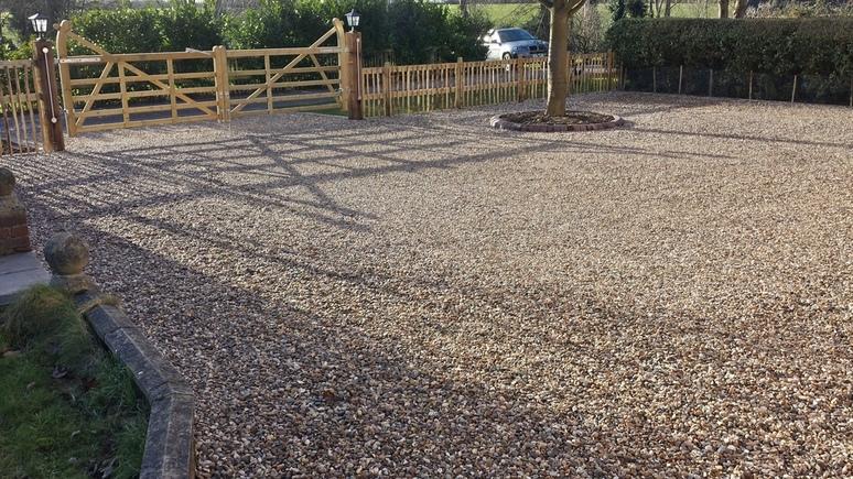 large gravel driveway in boreham